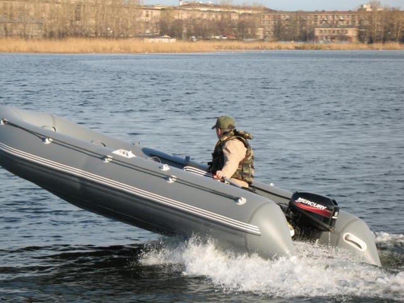 Моторная лодка Флагман 450