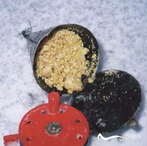 Кормушка для зимней рыбалки на леща