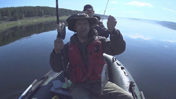 ВИДЕО: Ангарский ХАРИУС, крупного берем, 23ти сантиметровых отпускаем.