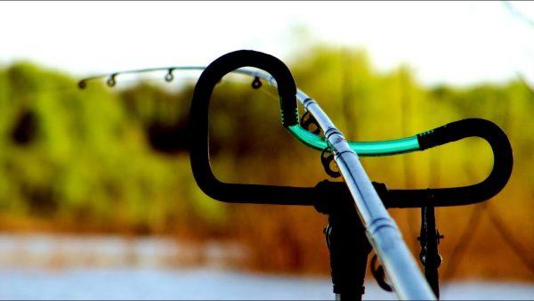 ВИДЕО: ВОТ ЭТО ПЛОТВА! / ПОКЛЕВКИ КРУПНЫМ ПЛАНОМ! / Фидерная рыбалка в тайге / Наедине с тайгой