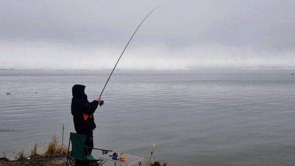 ВИДЕО: Первая рыбалка на ФИДЕР 2021 + Зимняя рыбалка Четыре рыбалки в одном видео